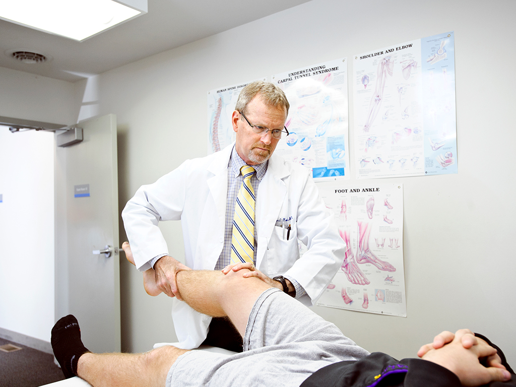 orthopedic doctor examining patient